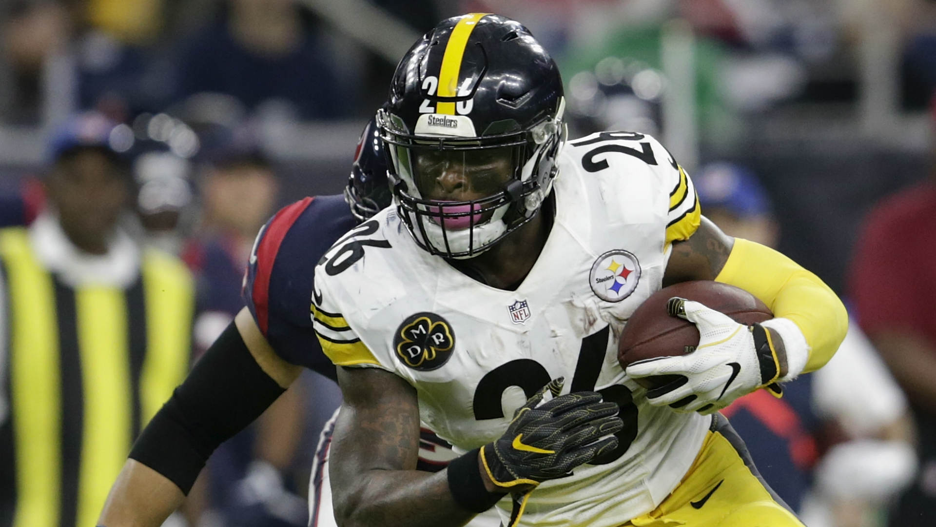 Le'Veon Bell threatens Steelers right before his playoffs start