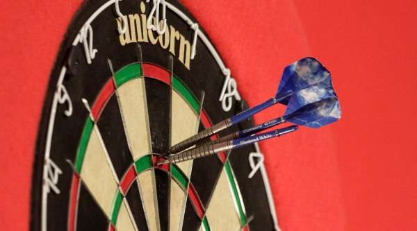 http://images.performgroup.com/di/library/pdc/55/51/unicorn-eclipse-pro-dartboard-lawrence-lustig-pdc_1nigzaeylnqmu1ovbbhp4i6rwd.jpg?t=-667283466&w=600&h=333&q=70&cropto=left