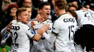 Jubel etter at Helland scorer mot Sarpborg i cupfinalen