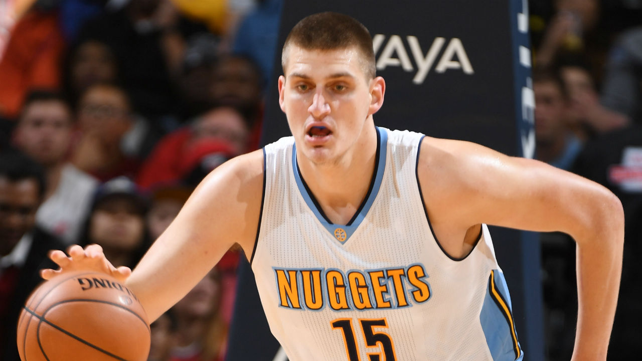 Jokic leads Nuggets past struggling Lakers