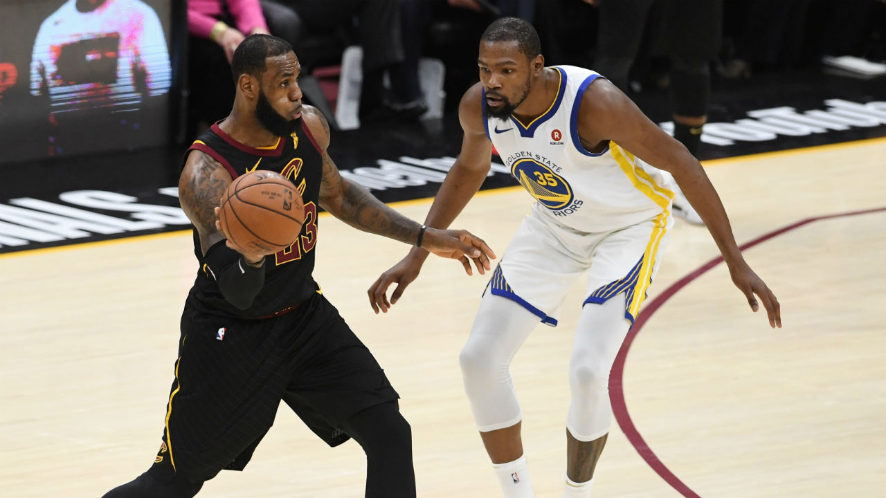 Watch LeBron James Leave Floor After Warriors Complete Sweep of Cavs