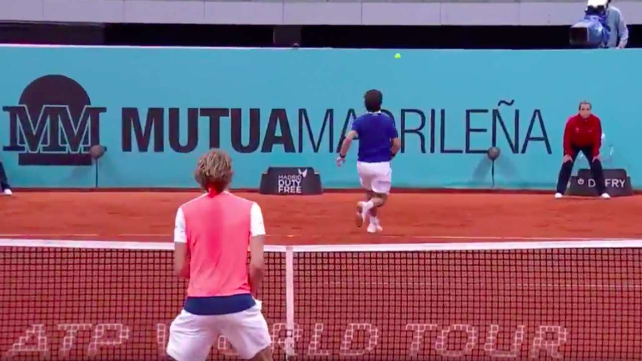 WATCH: Unbelievable, no-look shot at the Madrid Open