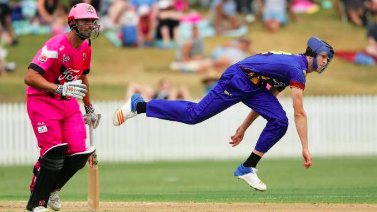 Otago bowler wears helmet due to unique bowling action during T20 clash