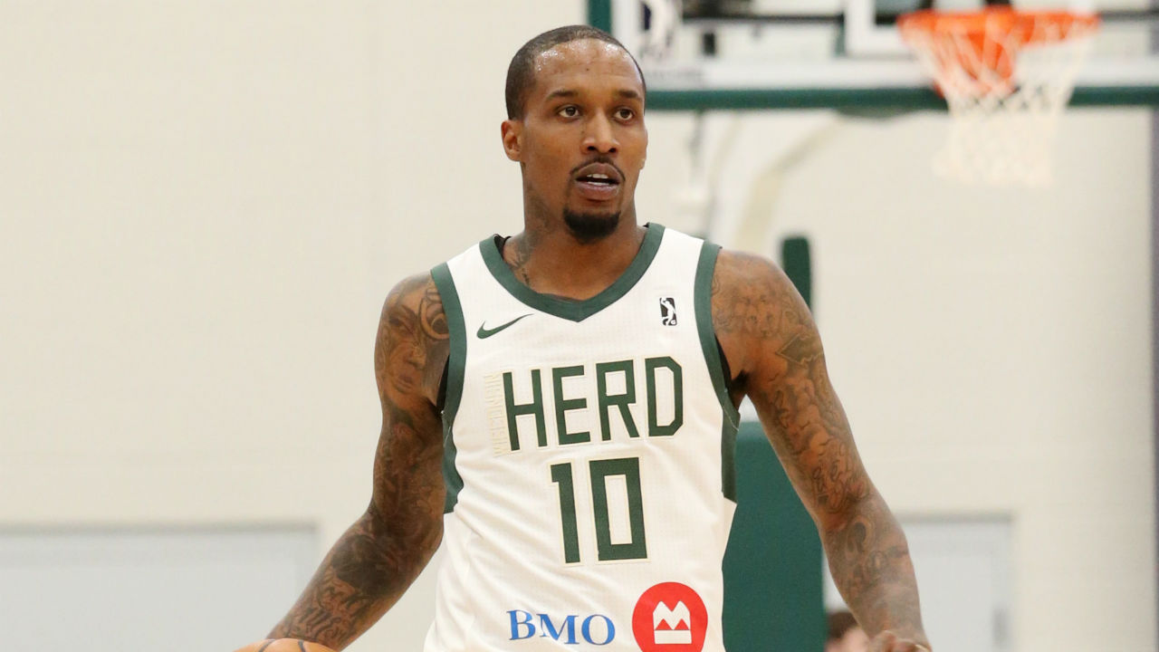 Brandon Jennings reacts to signing 10-day contract with Bucks