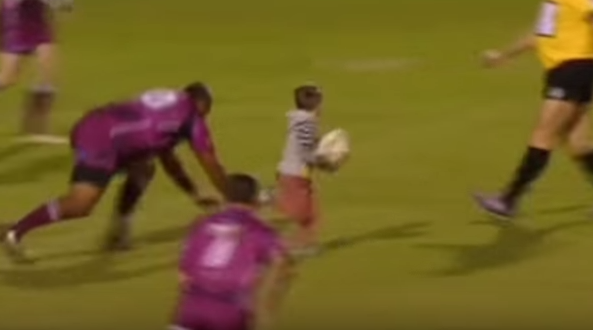 4 year old wanders onto rugby pitch and scores
