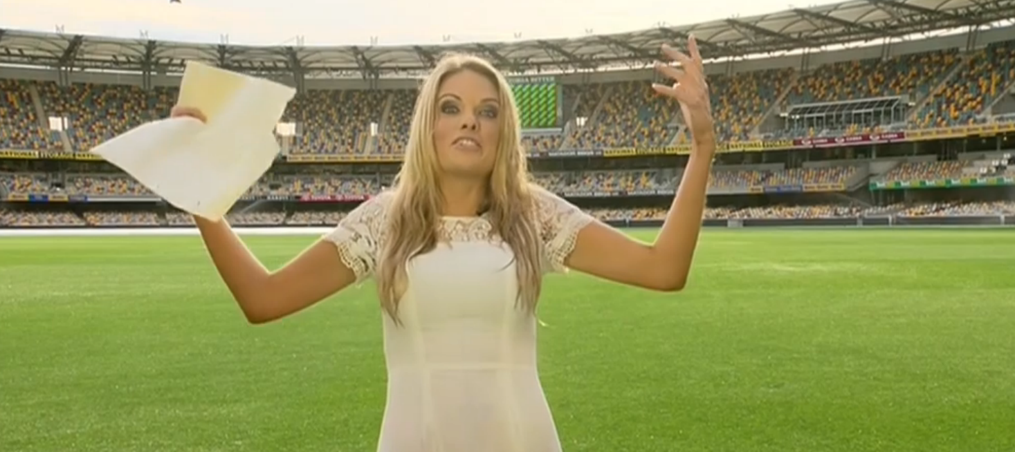 Video: Reporter soaked by sprinkler at the Gabba