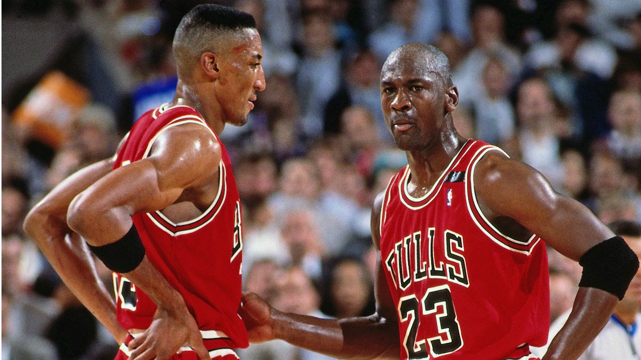 LeBron Matches MJ with 866th Straight Double-digit Game