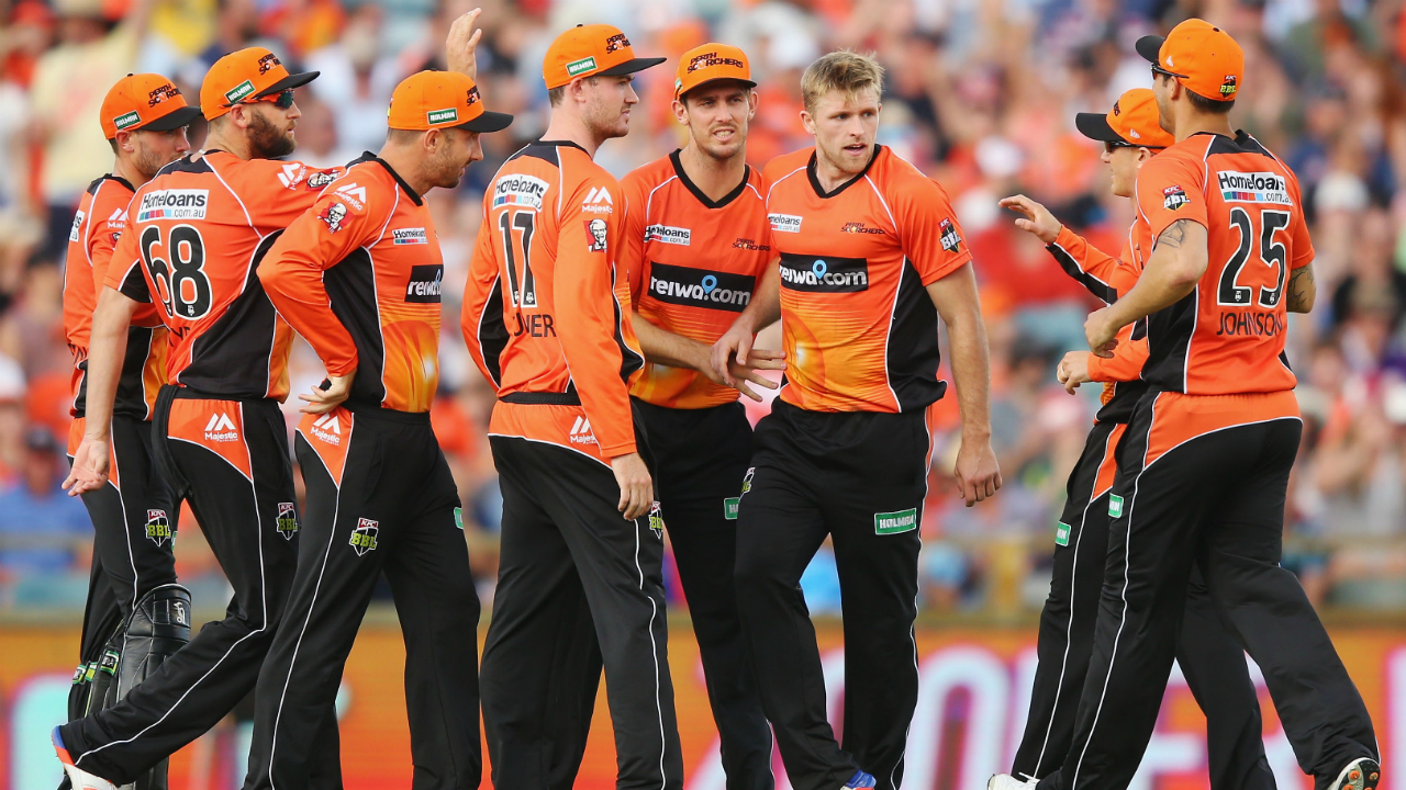 Scorchers bowl out Sixers for 132 in BBL