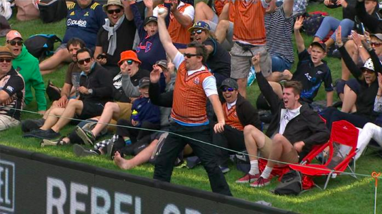 Builder pockets $50000 for one-handed crowd catch during New Zealand ODI