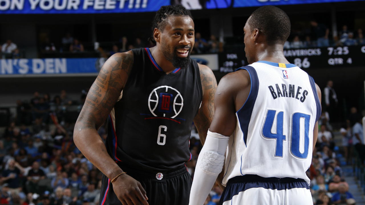 Clippers Cough Up Game To Mavs, 97-95