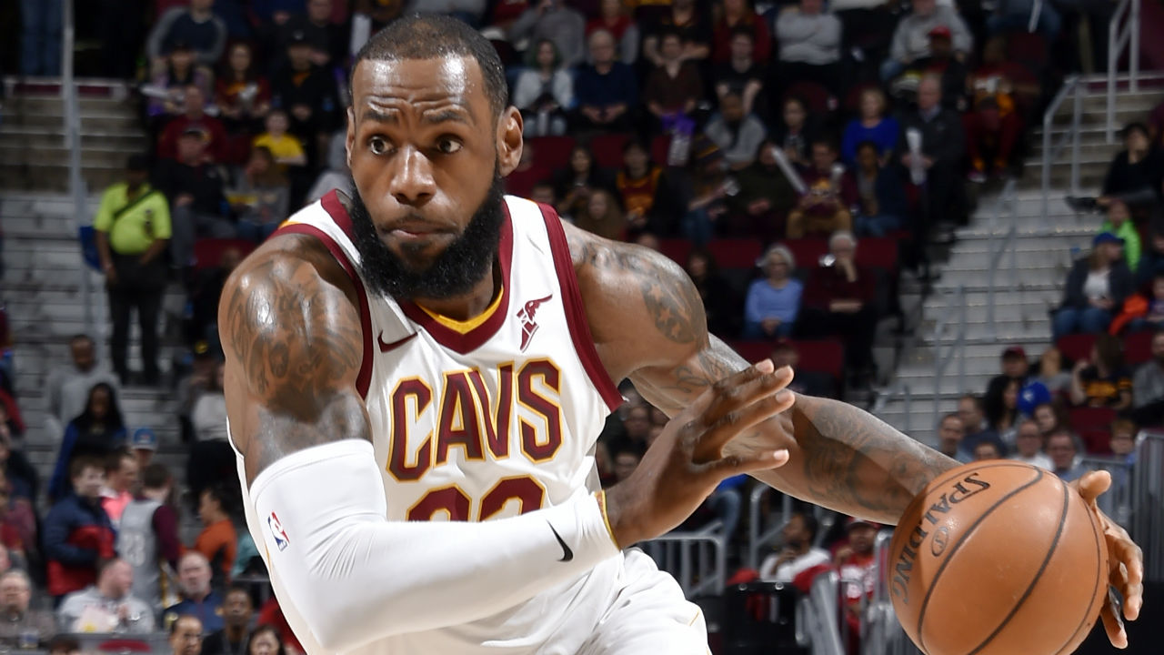 LeBron James is leaving Cavs to sign four-year deal with Lakers
