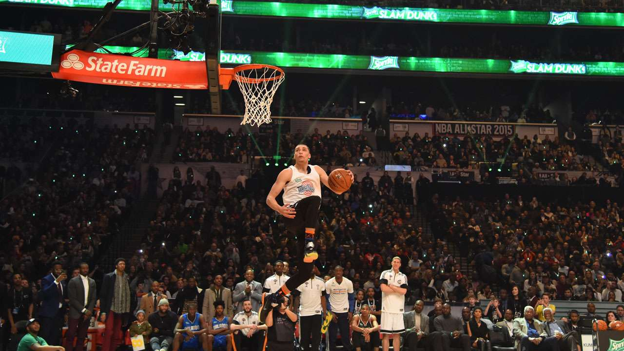 NBA | Zach LaVine breaks out Space Jam-themed first dunk ...