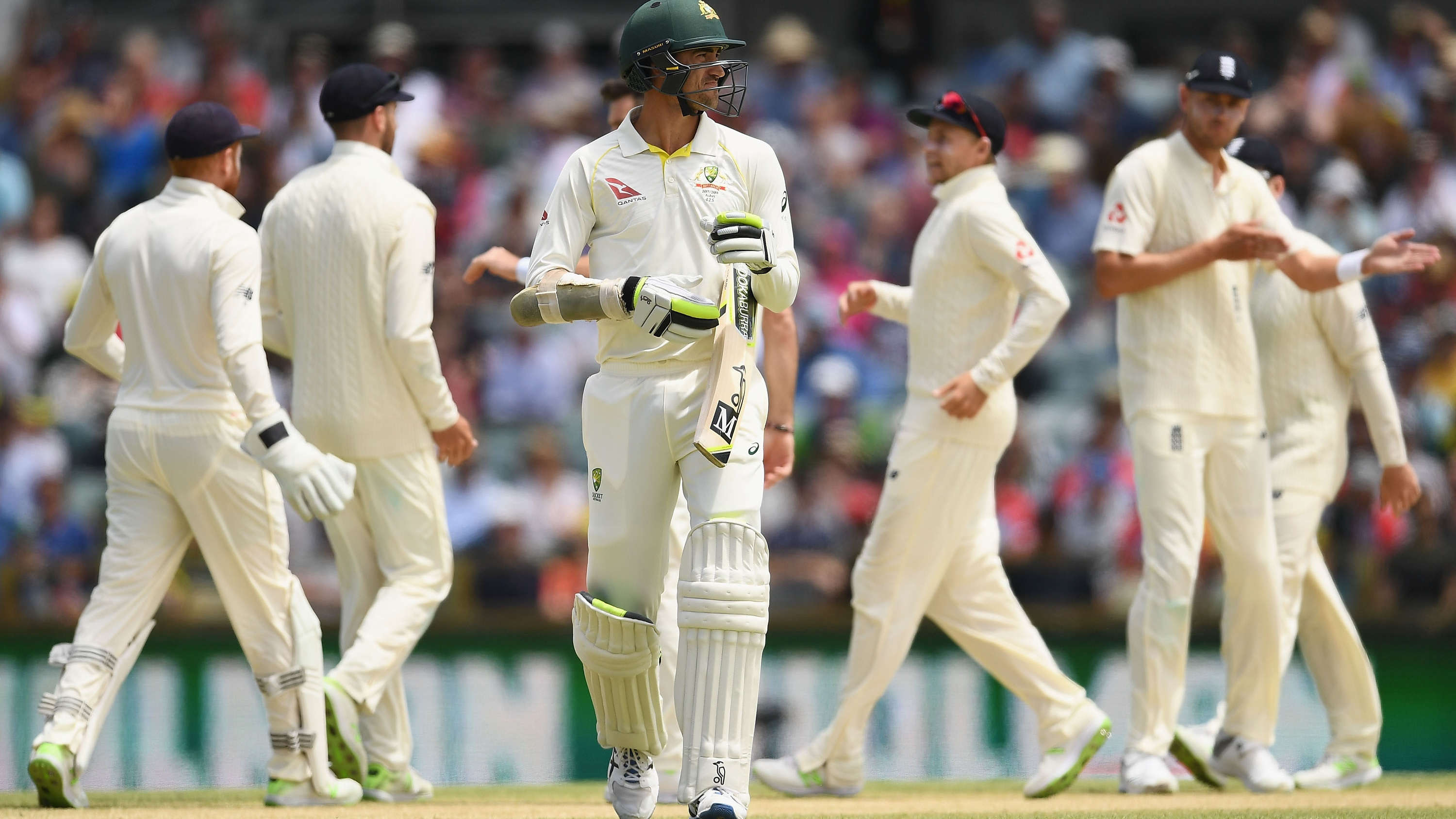 Watch starc run out in farcical circumstances cricket for Farcical run out