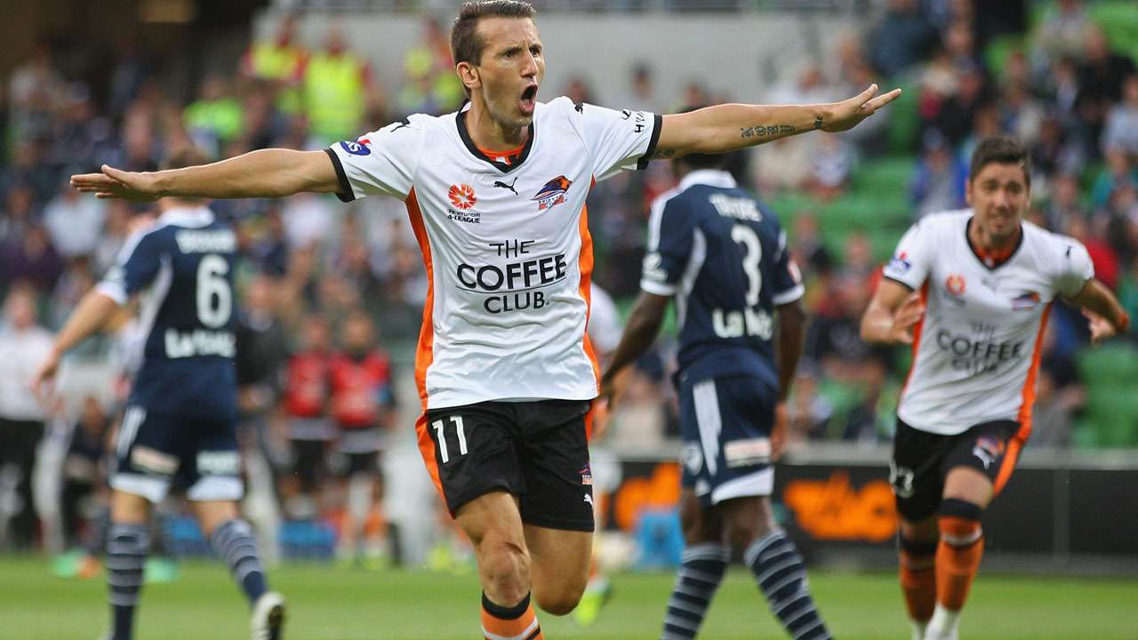 Brisbane Roar outclass Melbourne Victory to extend lead at A-League summit
