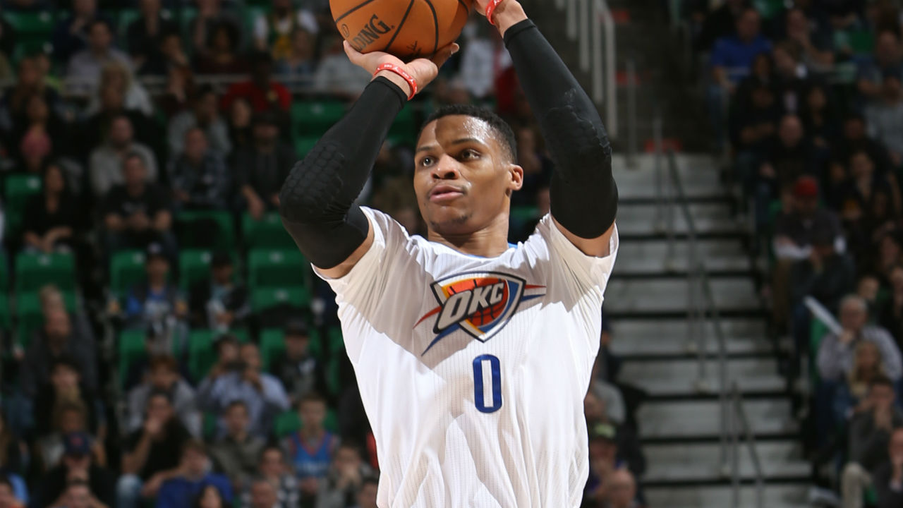 Adams back from injury for OKC Thunder