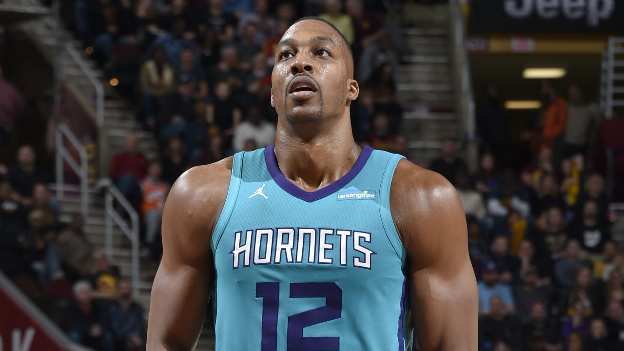 Here's Dwight Howard Making an Obscene Gesture at Cleveland Cavaliers Fans