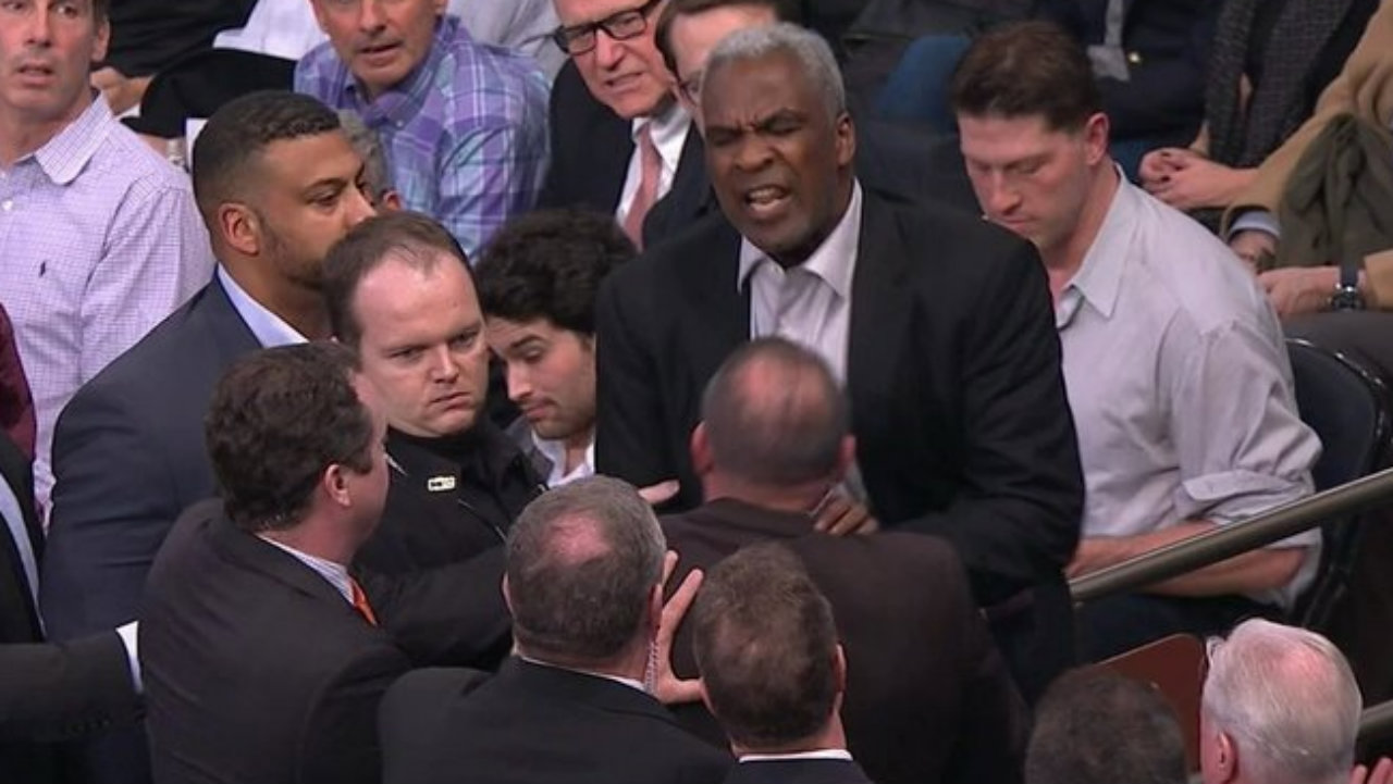 Knicks slam Charles Oakley's account of ejection, arrest
