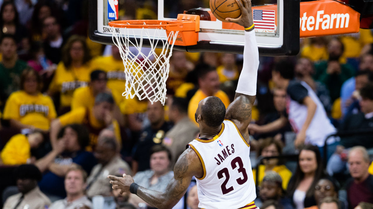 LeBron scores 39, Cavaliers rout Raptors 125-103 in Game 2