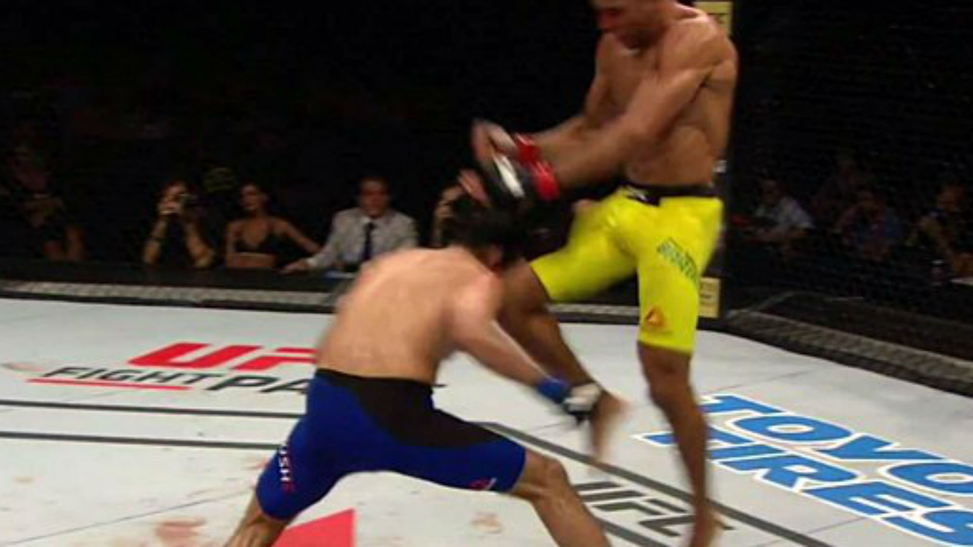 Edson Barboza Knocks Out Beneil Dariush With Vicious Flying Over