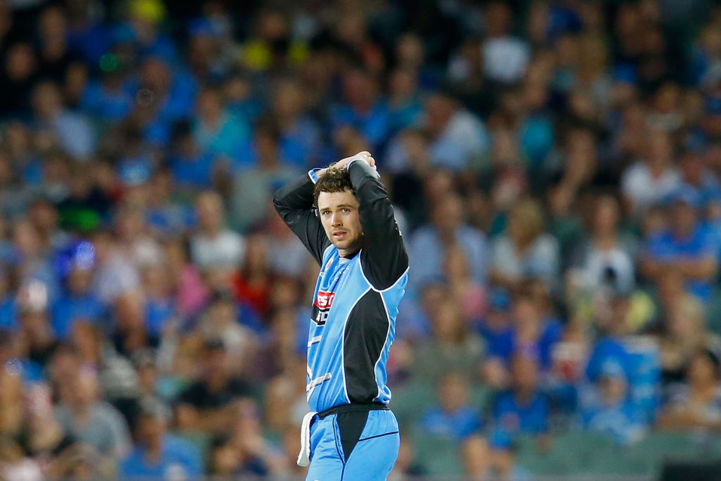 Strikers hold their nerve against Renegades to book spot in BBL final