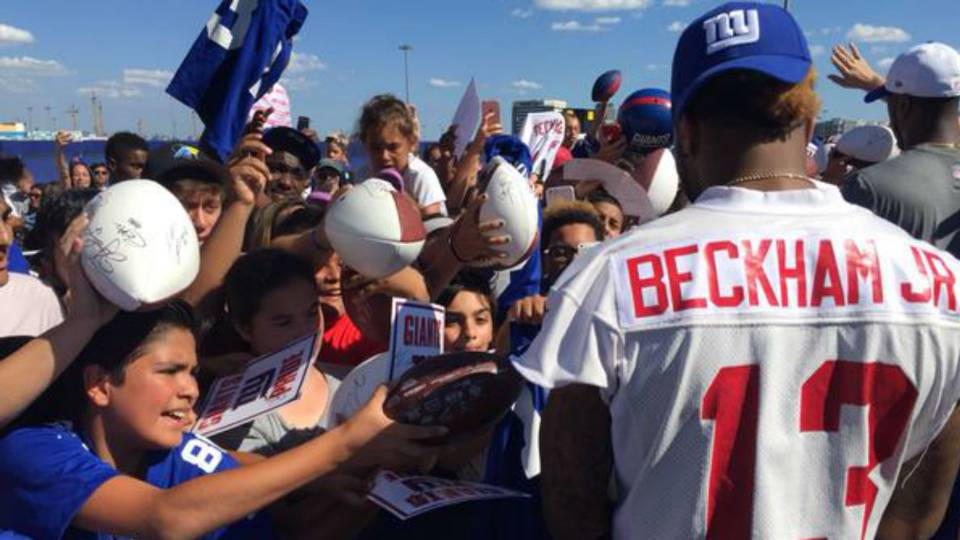 Odell beckham jr autograph session turns chaotic at giants training odell beckham jr ftr 073115g m4hsunfo
