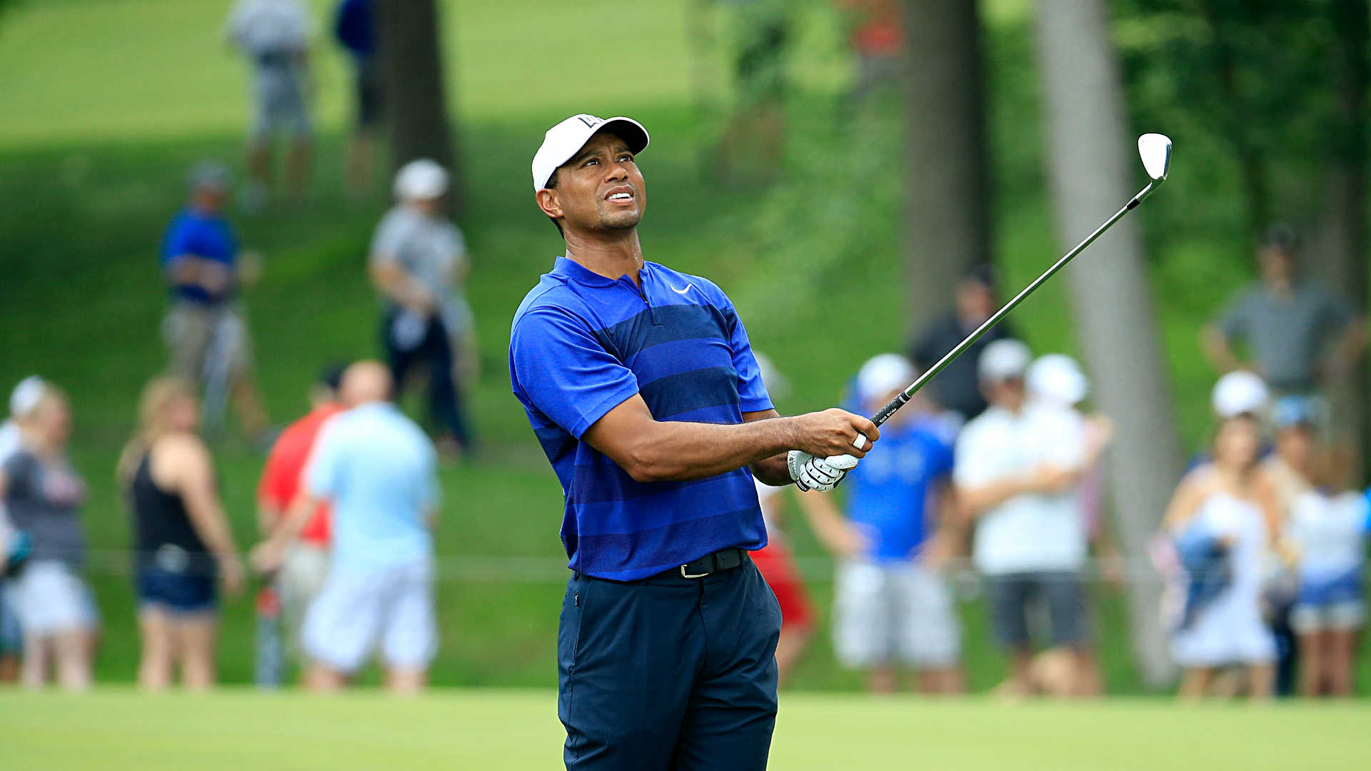 tiger woods score  round 2 updates  leaderboard from