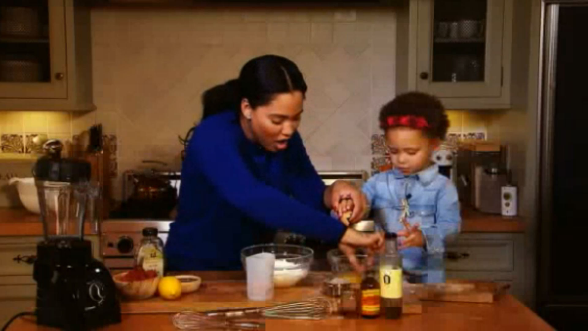 Stephen Curry's daughter Riley helps her mom with cooking show