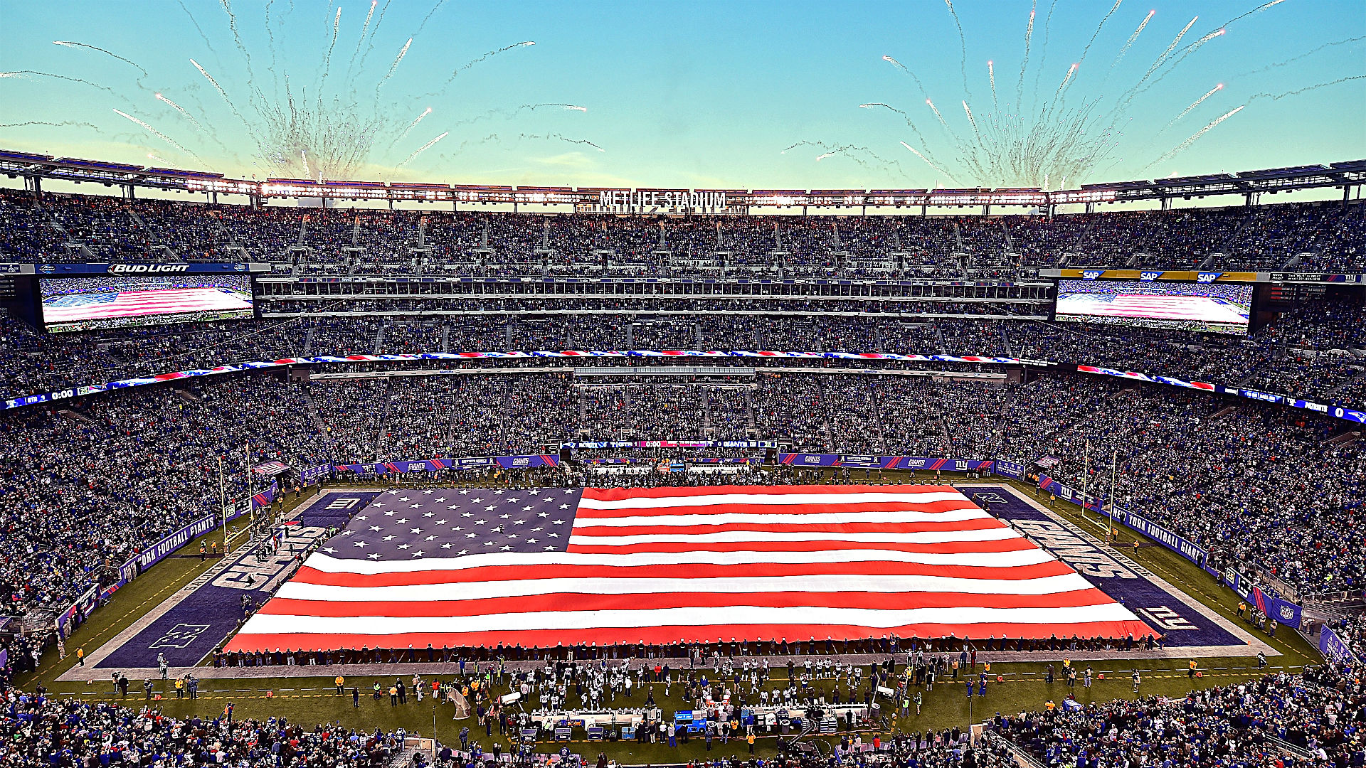 Metlife Stadium giants flag-111715-getty-ftr.jpg