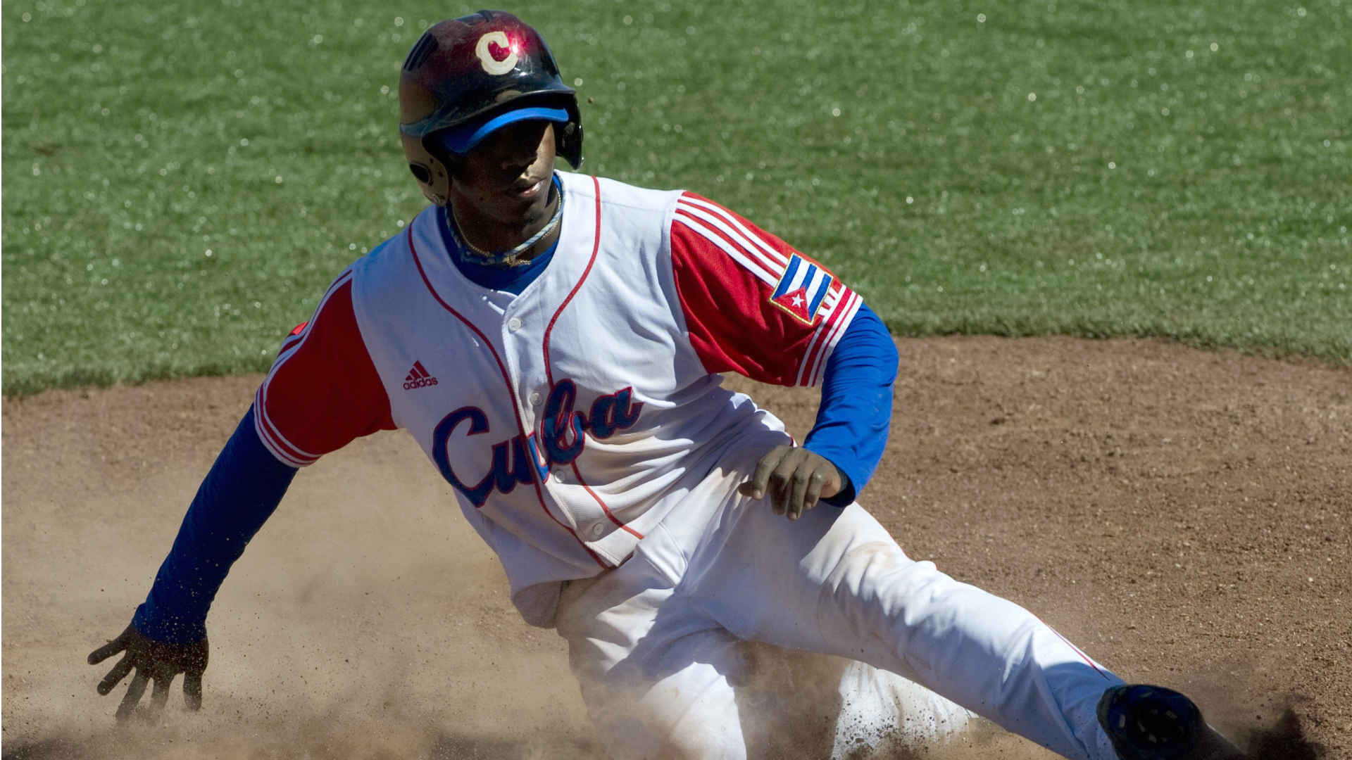 Scouting Report: Red Sox prospect Rusney Castillo