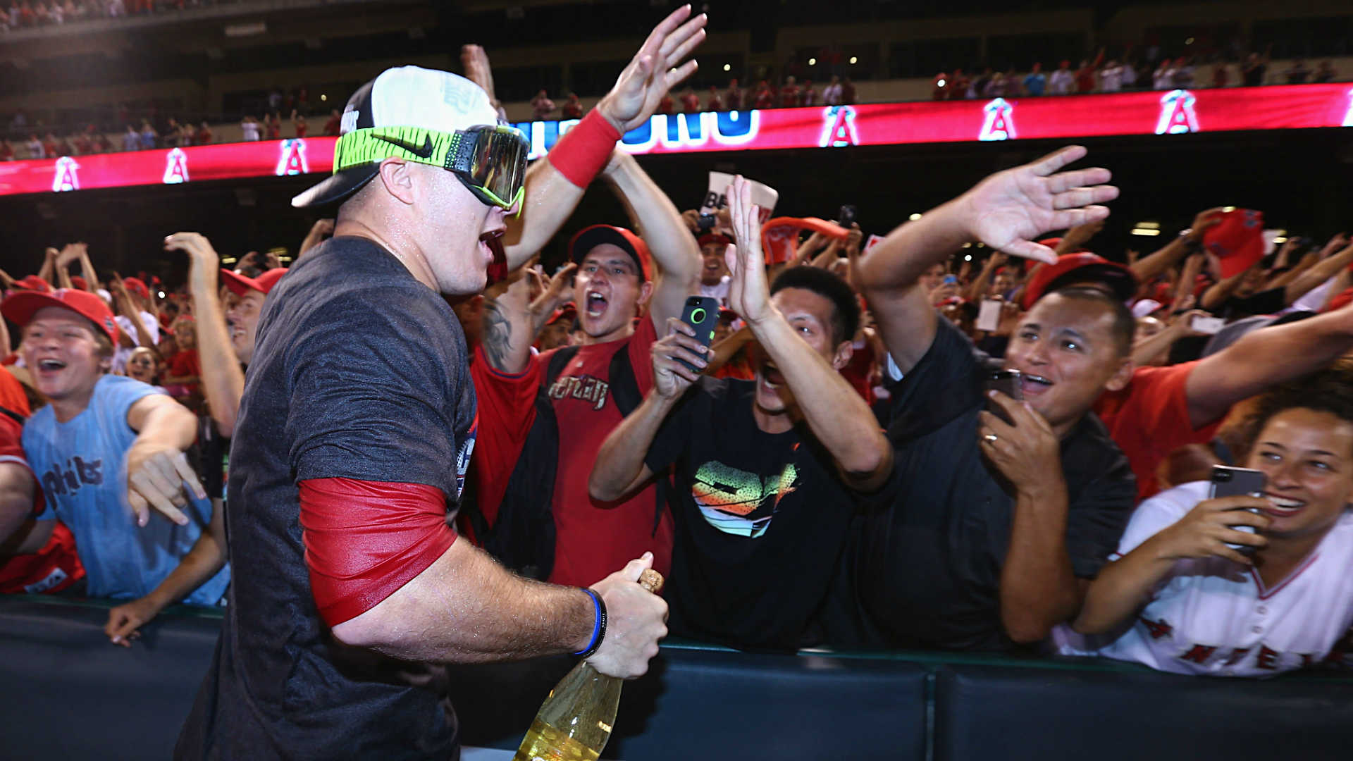 Mike-Trout1-091714-Getty-FTR.jpg