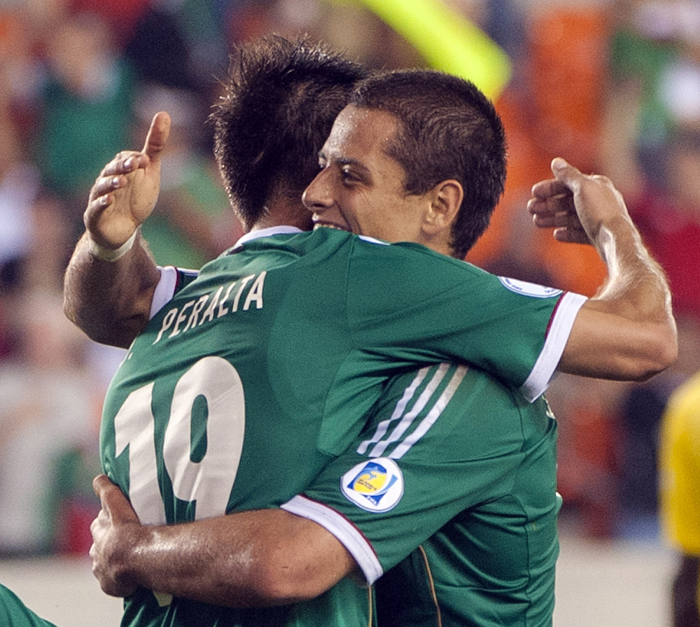 peralta-chicharito-DL-030414.jpg