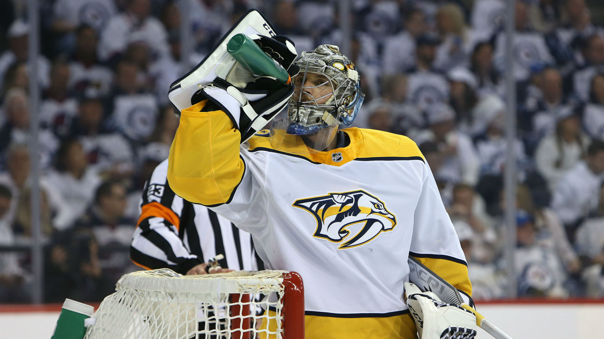 Jets late push not enough, Predators tie up series