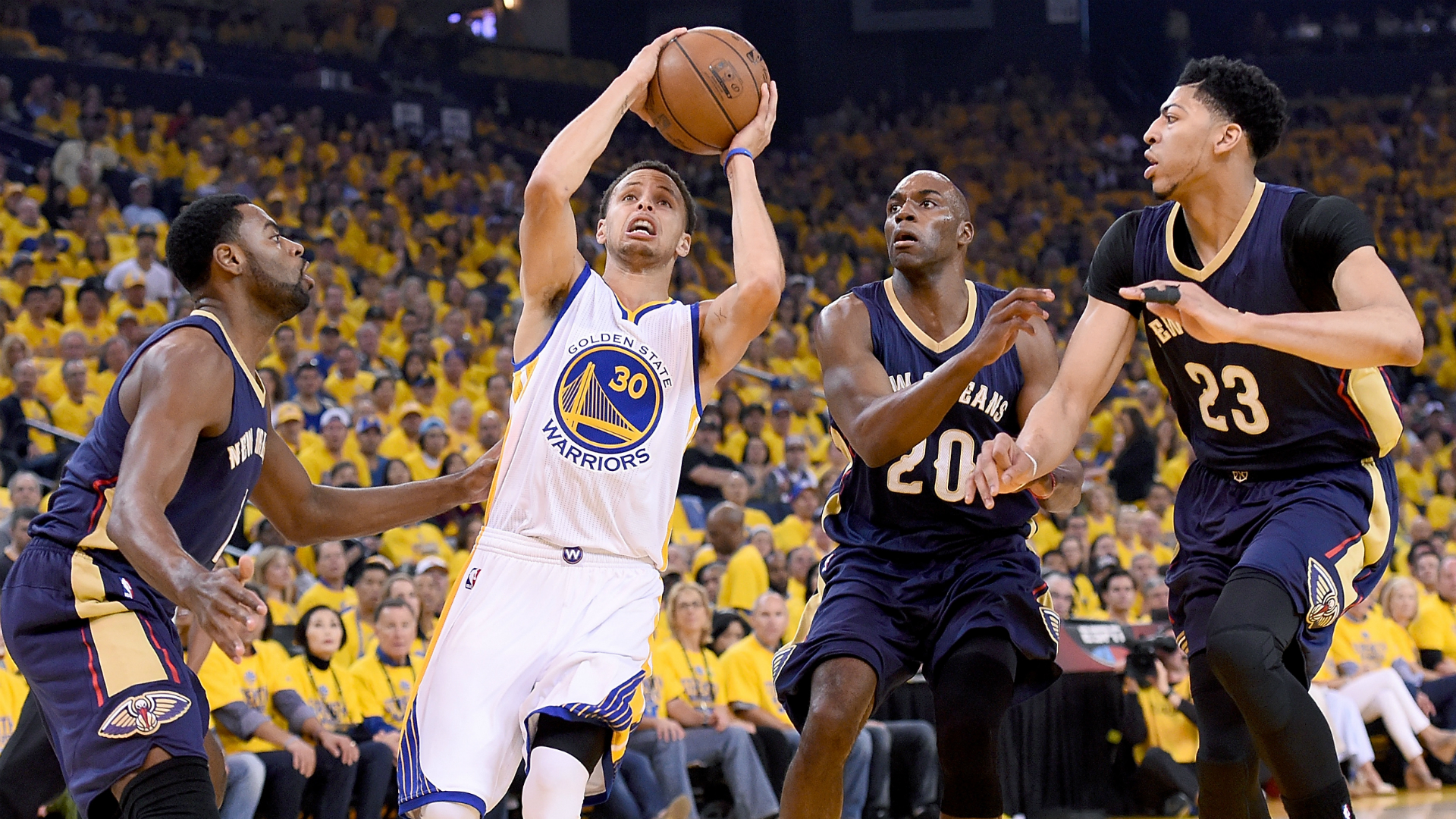 Stephen Curry ignites torch for Warriors' expectations in Game 1