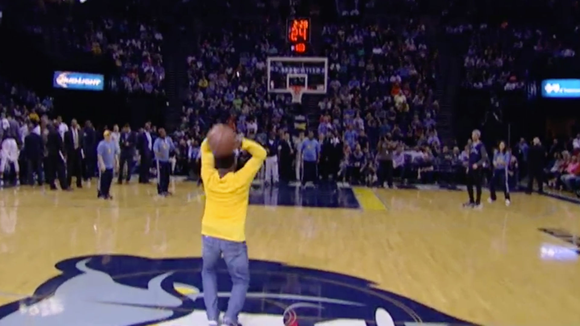 Grizzlies fan's odd shooting form results in new car