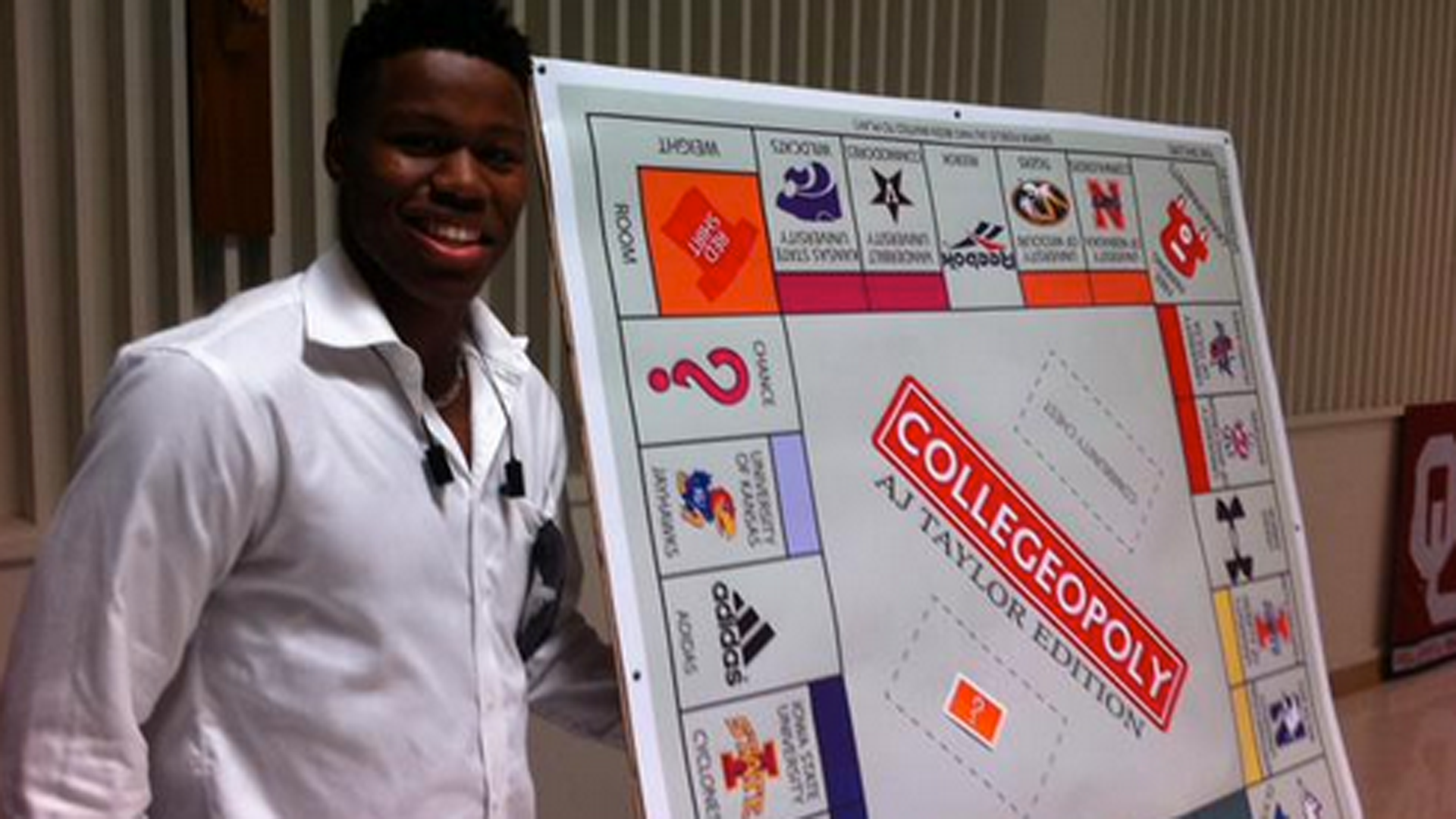 Four-star wide receiver uses Monopoly board to make college announcement