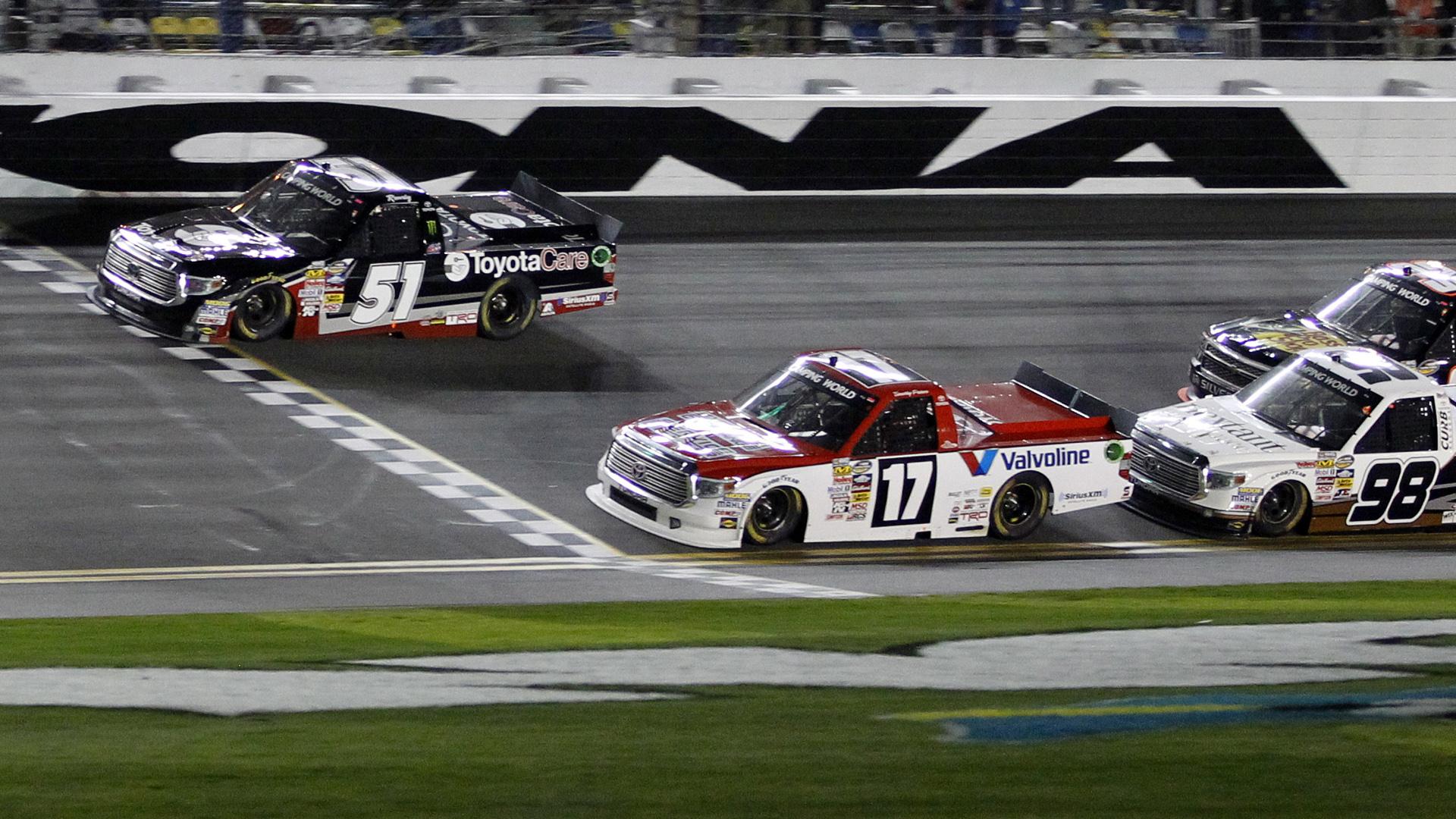 Truck race-Daytona-AP-FTR.jpg