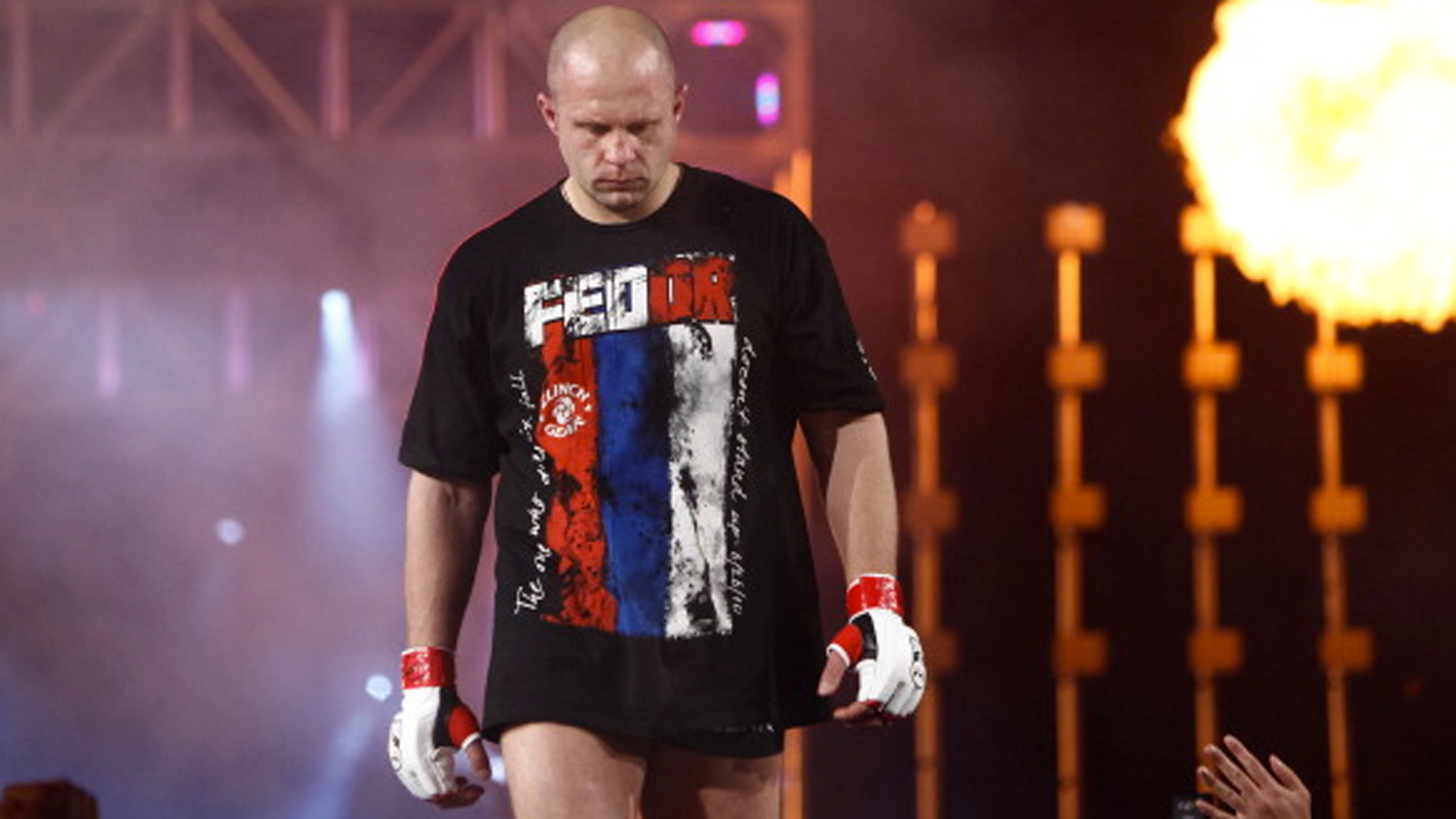 Oleg Gazmanov poems to congratulate fighter Fedor Emelianenko