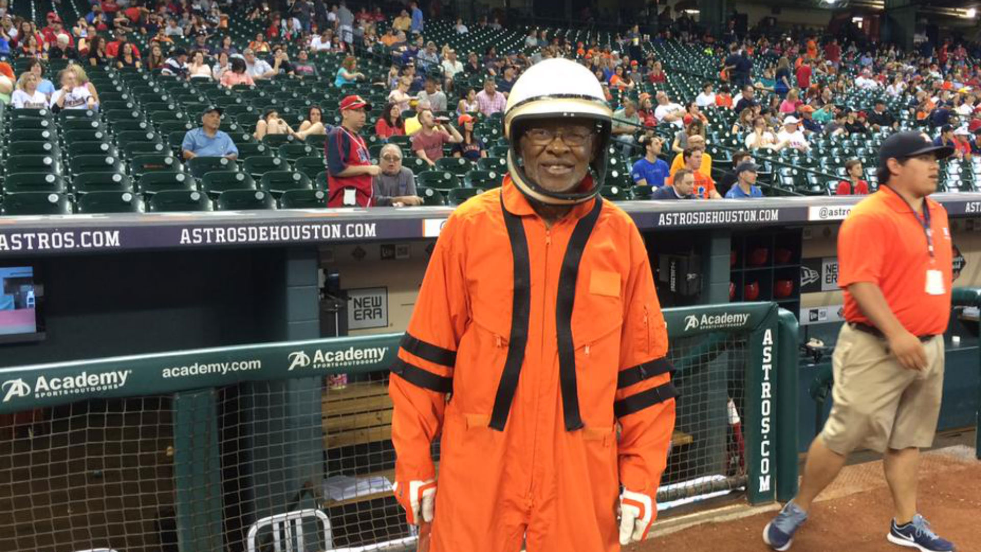 Astros grounds crew dresses up as astronauts on throwback night