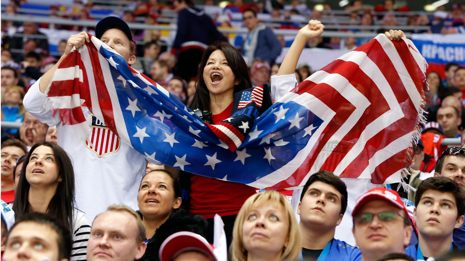 USA-hockey-fans-FTR-21714