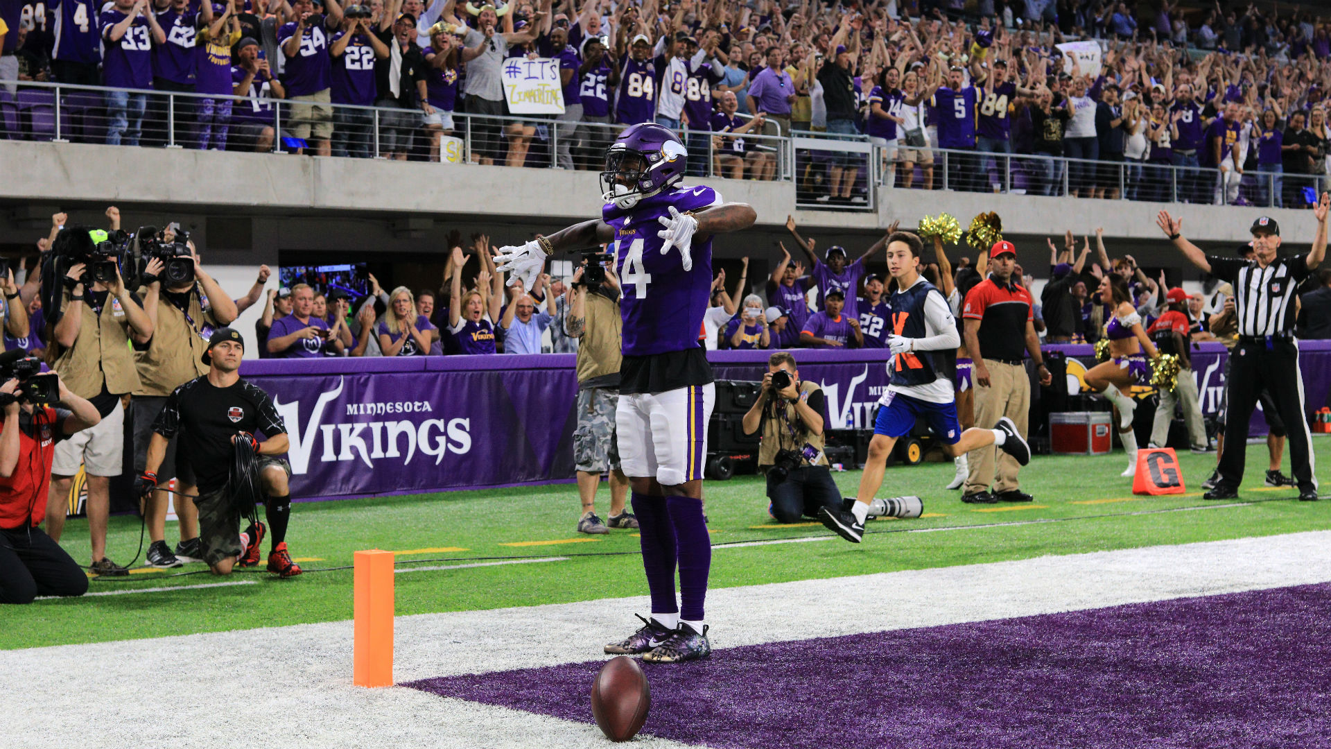 Stefon Diggs pays homage to Randy Moss with TD celebration