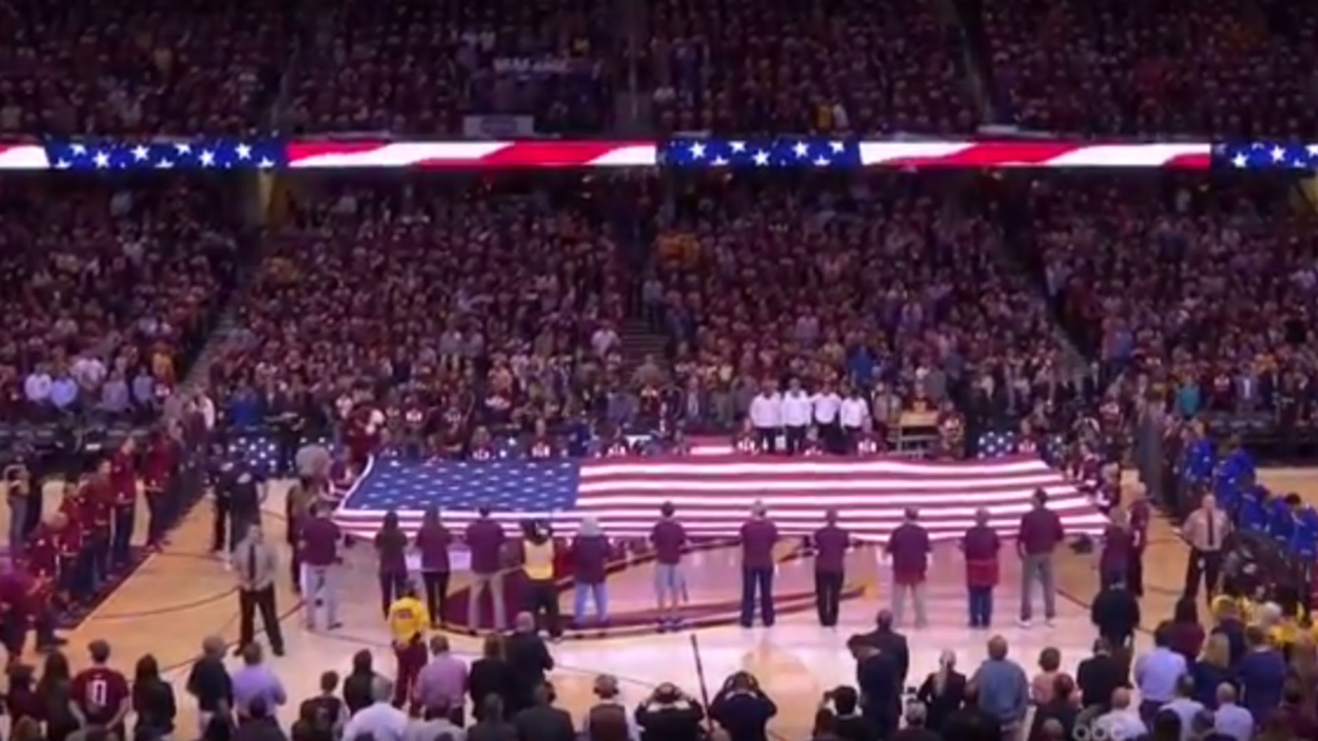 Cavaliers, Warriors fans unite to sing anthem before Game ...