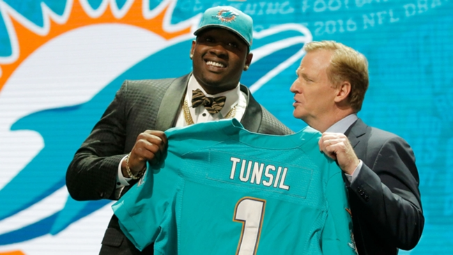 Laremy-Tunsil-042816-Getty-FTR.jpg