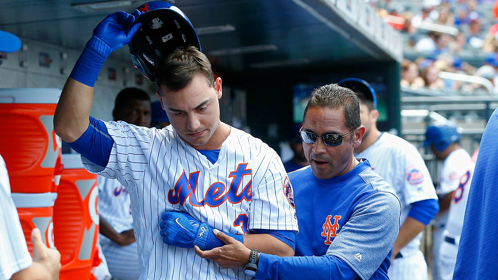 Mets' Conforto dislocates shoulder after swinging in the 5th