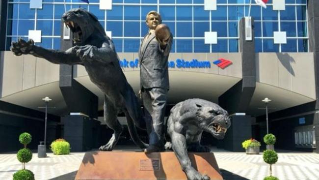Jerry-Richardson-statue-071816-ftr