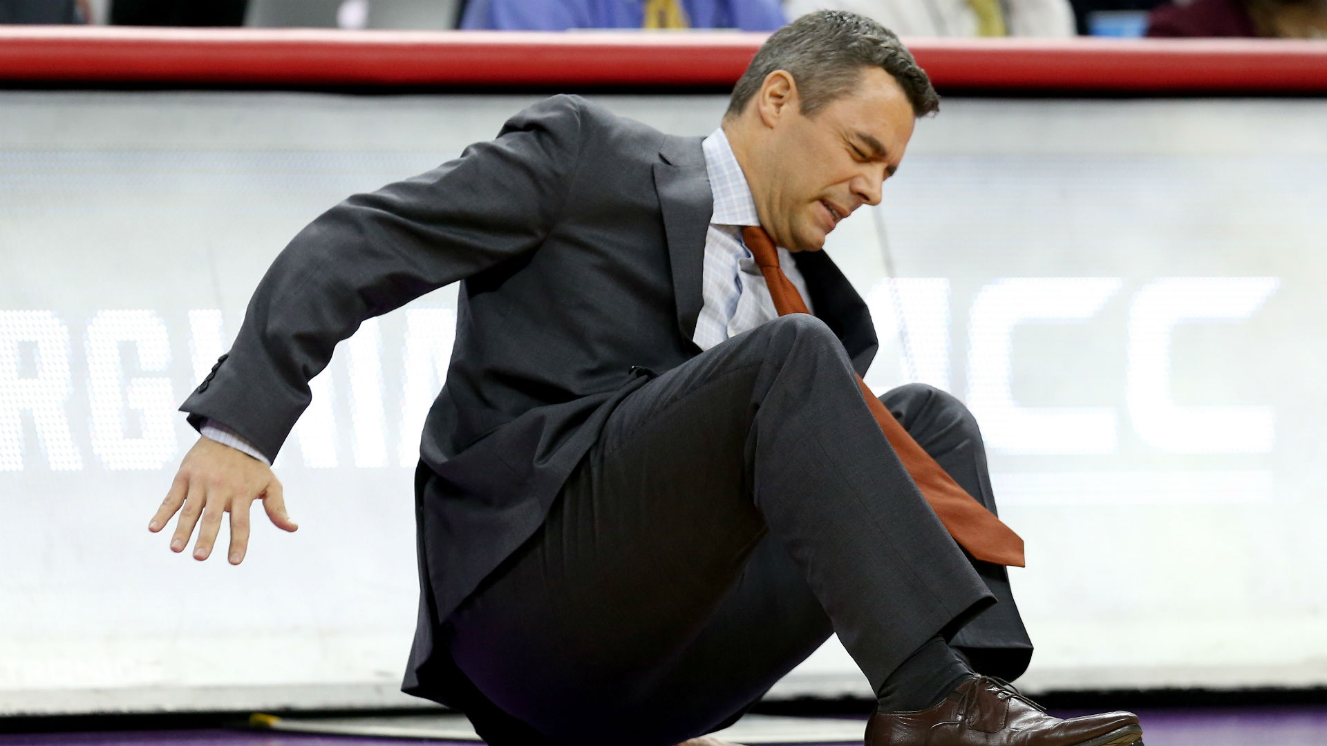 Virginia basketball coach collapsed on sideline during team's first-round NCAA game