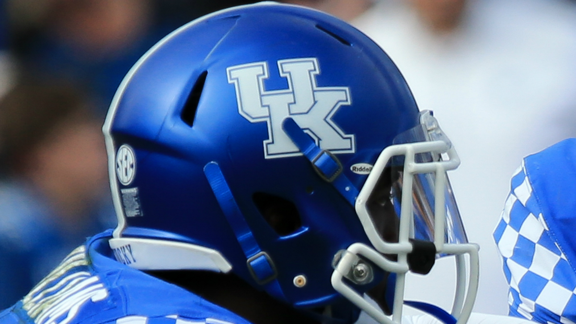 Kentucky avoids upset, beats EKU 27-16