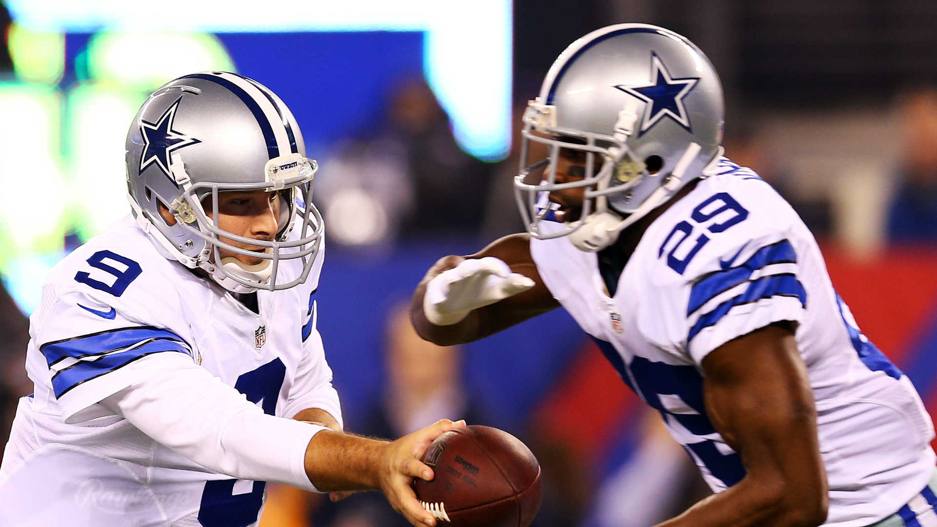 Romo would have taken pay cut in order to keep Murray with Cowboys
