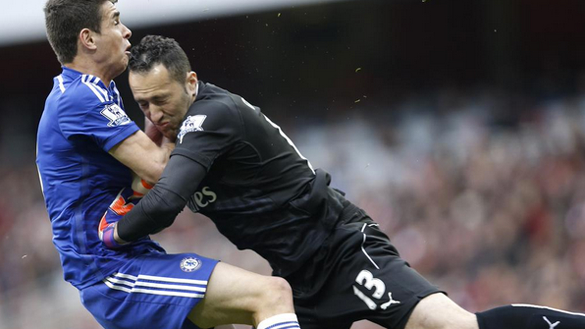 Chelsea player stays in game despite being knocked unconscious by Arsenal goalie