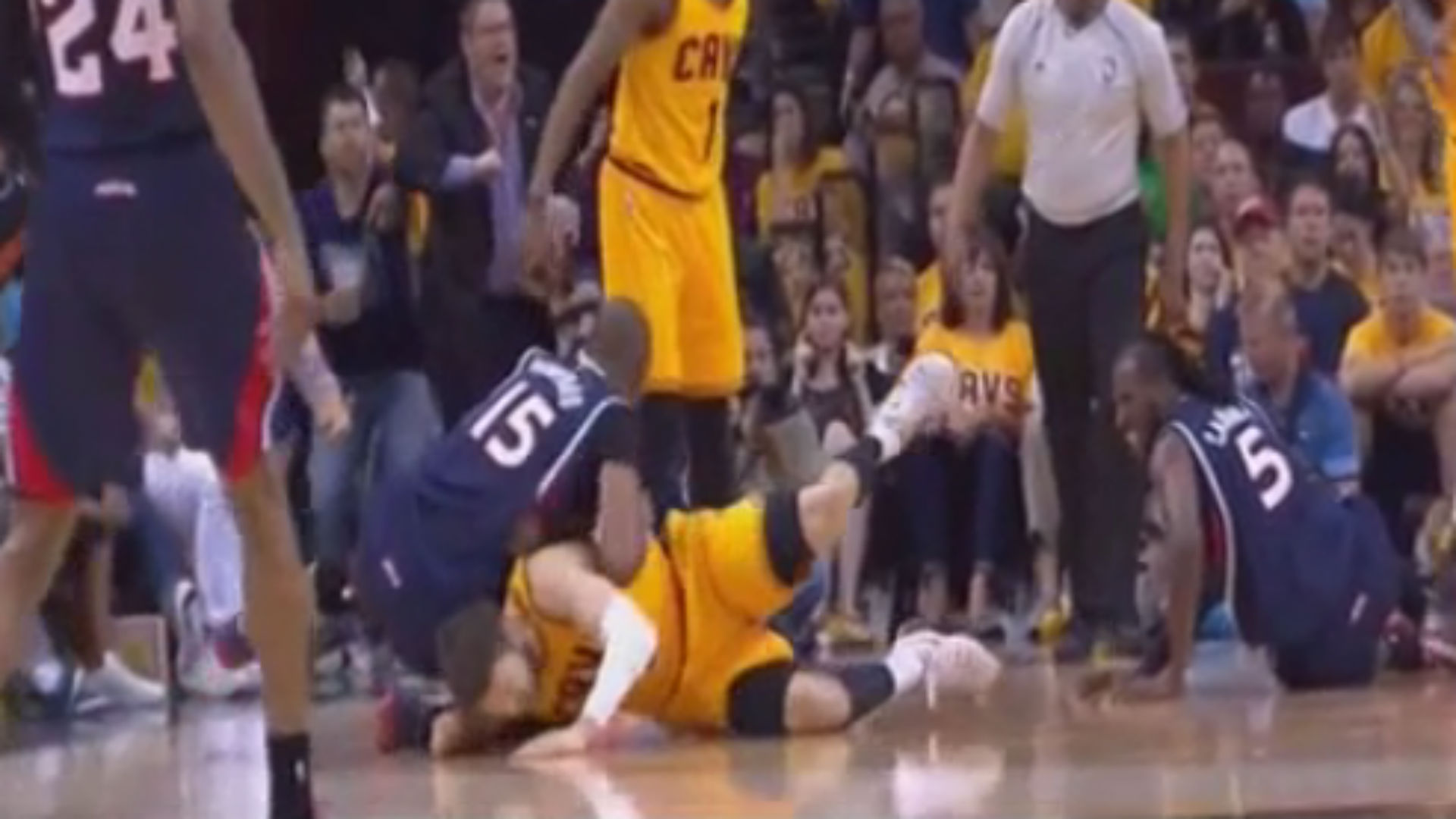Hawks' Al Horford ejected from Game 3 for elbowing Matthew Dellavedova