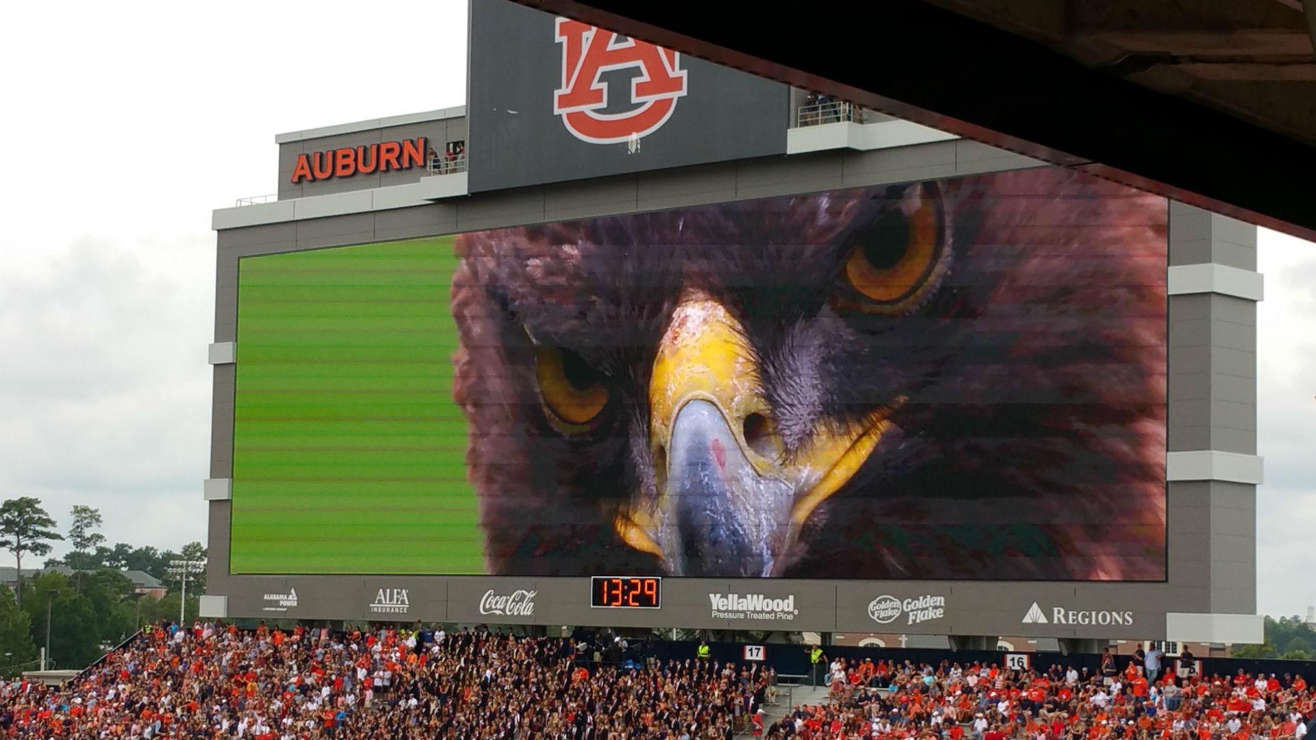 Auburn-scoreboard-ftr-091215-jeremyhenderson